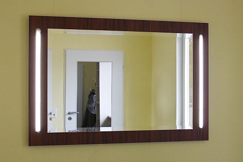 Myspiegelde Badspiegel Auf Holzwand